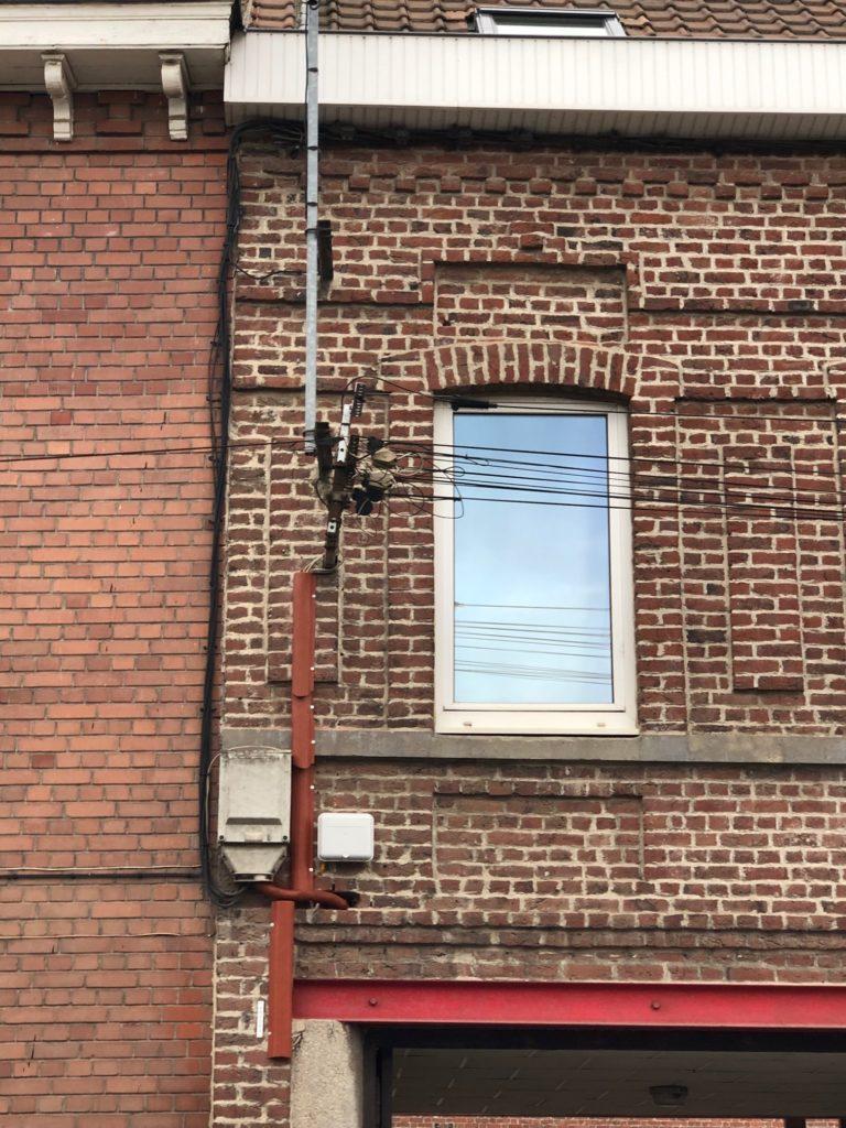 Cables verticaux cachés